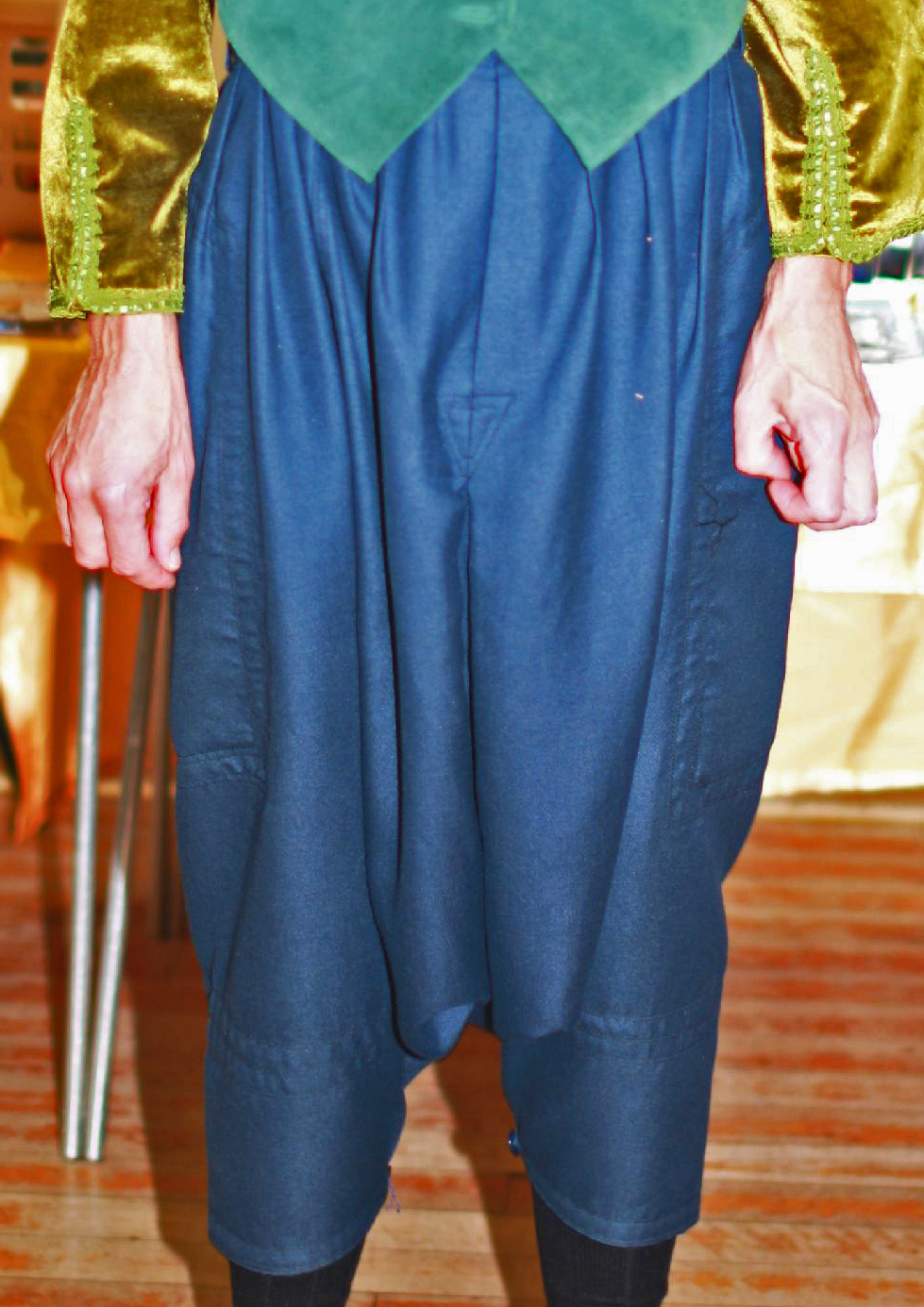 Blue Moroccan qandrissi (detail of pleats, dart, and cuffs)