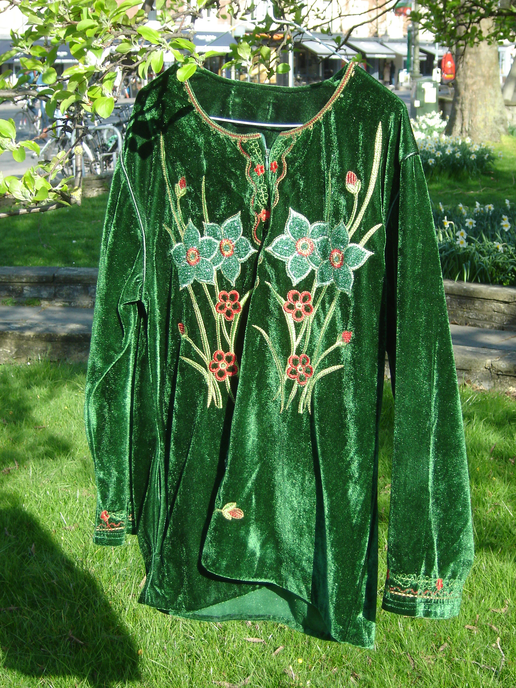 Green embroidered velvet flowered top