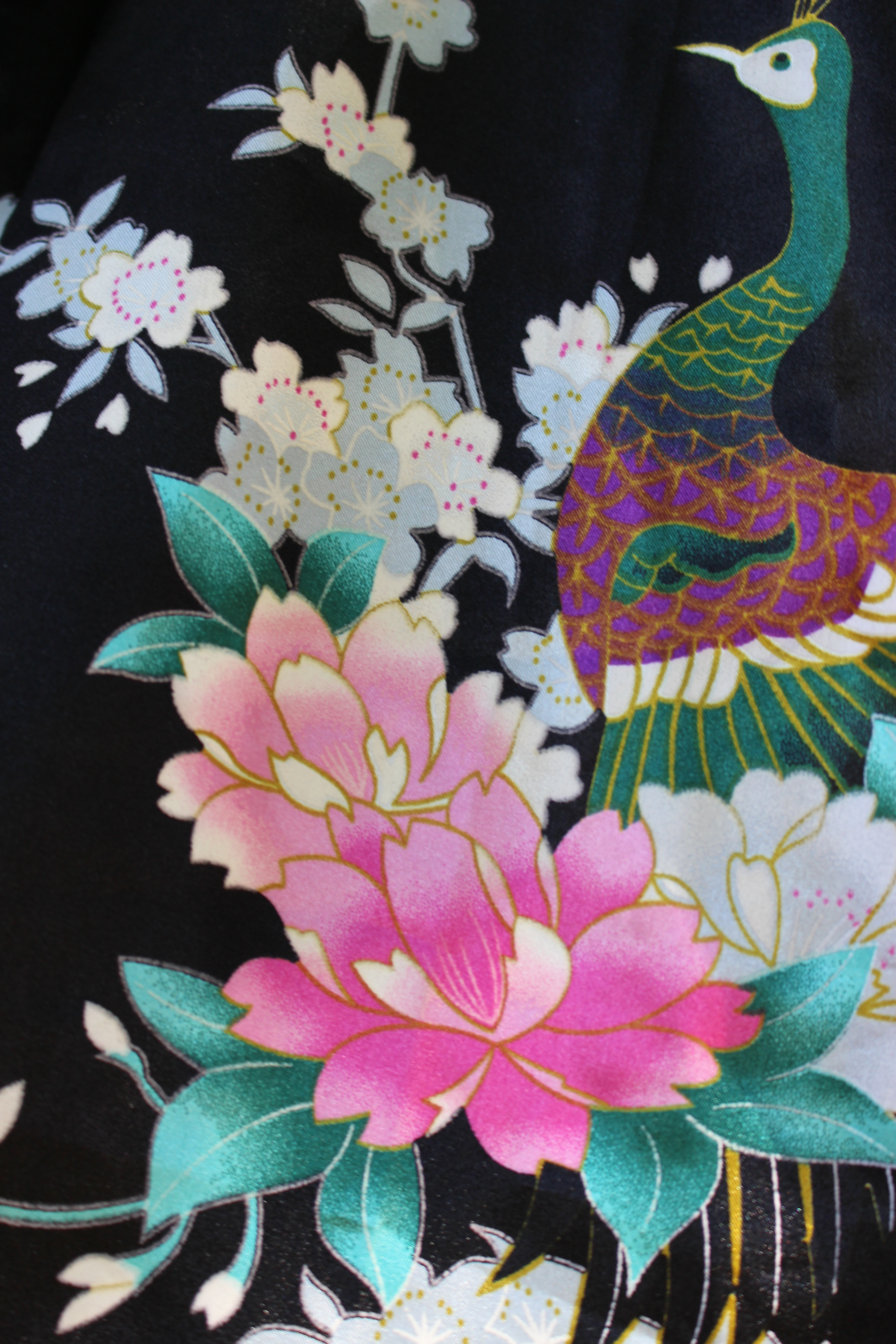 TianBaoGong peacock kimono, showing pattern